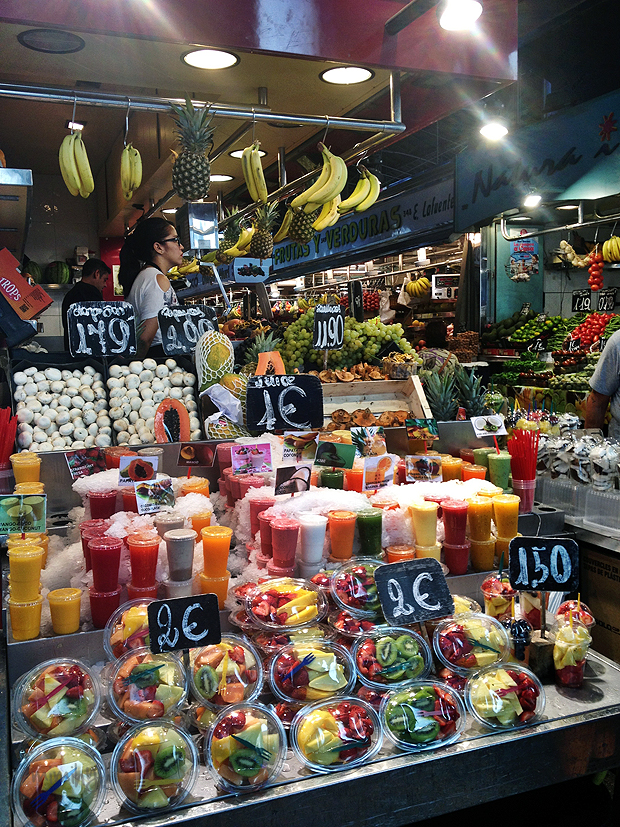 La Boqueria fresh fruit and juice stall