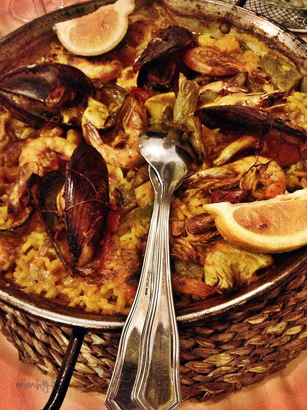 La Cueva Traditional Paella