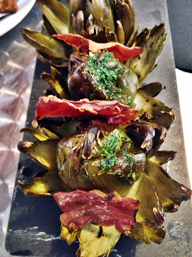 Baked whole artichoke hearts with Jamon