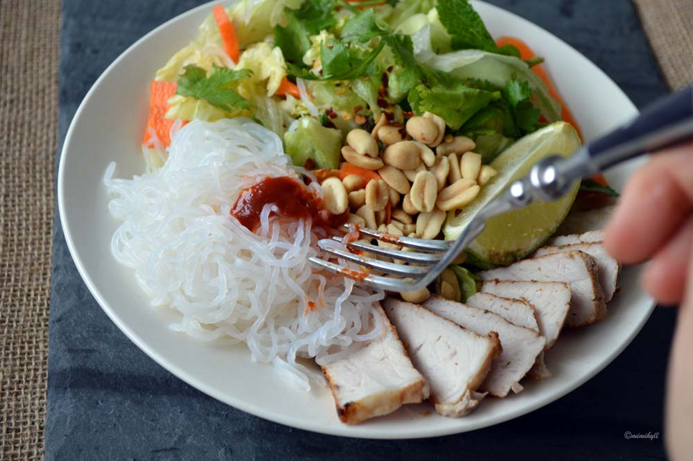 DIY Healthy Vietnamese Rice Noodle Salad Bowl by Mimi Hyll