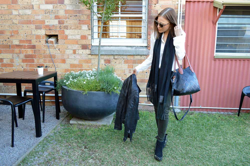Outfit with leather and louenhide tote